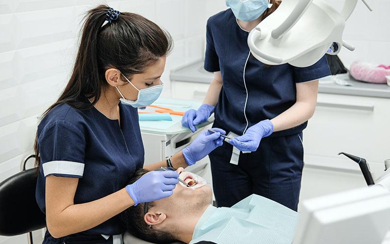 funciones-del-auxiliar-de-enfermeria-en-clinica-dental